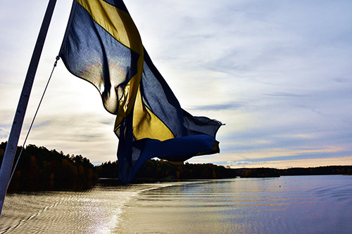 Water, sunset, Swedish flag. Photo: Anna Leso