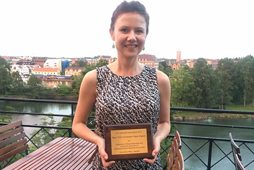 Helena Nilsson with award
