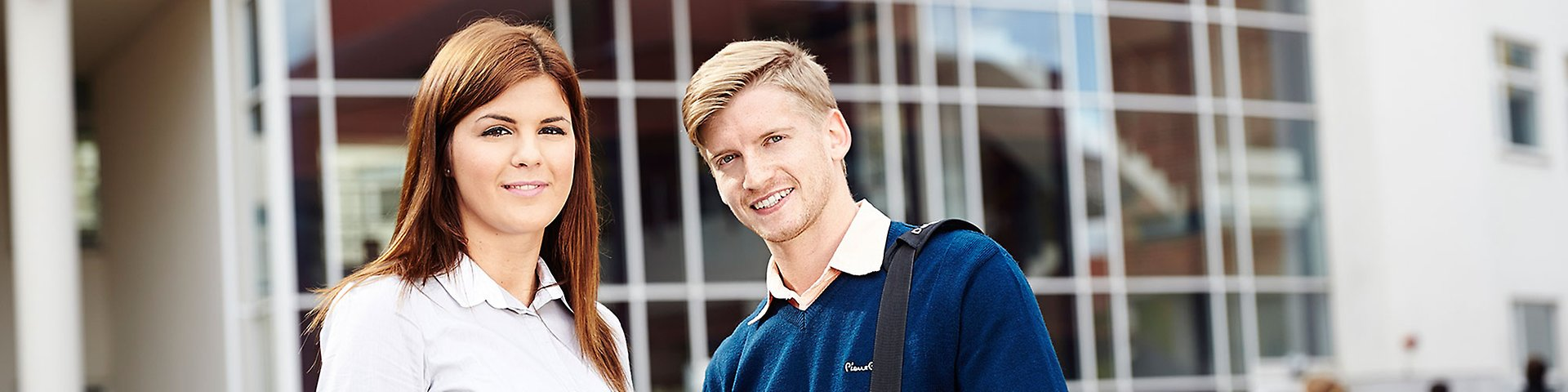 mba essays community service Business school and mba application essays fewer than 13% of applicants gain admission to the top ten business schools despite a struggling economy, the numbers of students lining up to earn their masters in business administration (mba) remain high.