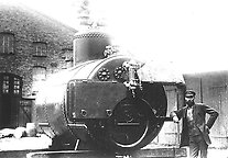 Picture from the end of the 1900s showing a JMW employee and a steam boiler. Initially, JMW mainly manufactured mouldings, e.g. machine elements, railings, and household utensils like pots and coffee burners. Eventually, the business expanded to include other products, like steam boilers, which was an important product in those days. Photo from Jönköping county museum.